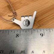 jucker-hawaii-necklace-shaka-hand-size